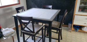 Counter Height Table +4 chairs
