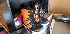 Used Thirtytwo m's light snowboard shoes size 11