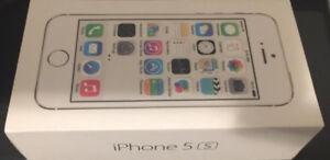 FACTORY UNLOCKED  LOOKS NEW I PHONE 5(S) IN WHITE