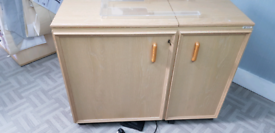 Sewing cabinet, Horn