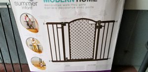 Summer Infant Modern Home Decorative Walk Thru Baby Safety Gate