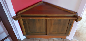 Wood corner cupboard with front rail