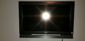 "Sony Bravia 32"" with wall mount"