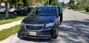 Chrysler town and country 2015 S line