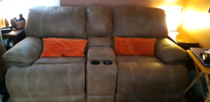 Dual Recliner  coveseat with Console