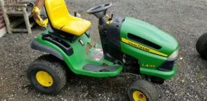 "John Deere Riding Mower LA145 48"" Deck"