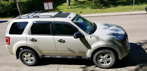 2008 Ford Escape SUV, active, remote starter and only 118 km.