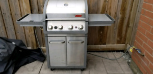 Coleman Natural Gas Even Heat BBQ with Side Burner