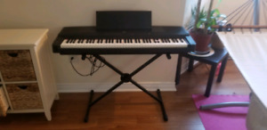 Left handed Yamaha Keyboard with stand