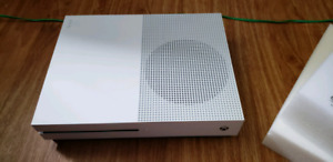Xbox 1 s 1tb and 6 games