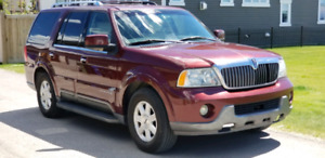 LINCOLN NAVIGATOR -- Excellent Condition ***