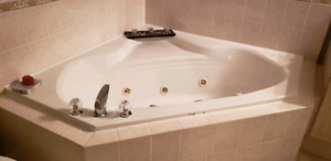 Jacuzzi Tub works perfect barely used