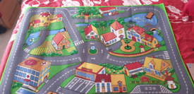 Children play rug