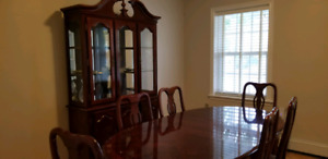 Dinning room set with 6 chairs