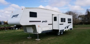 2005 32' fifth wheel with bunk room