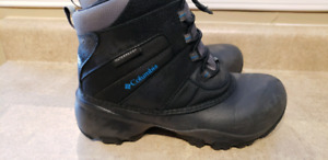 Boys winter boots - size 4
