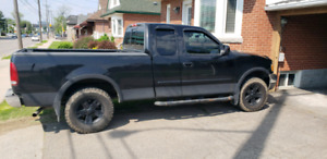 2002 Ford F150 Lariot 230k 5000$ as is