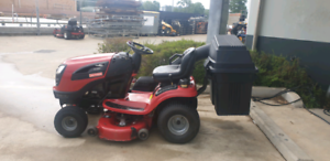 Craftsman YT4000 ride on mower with catcher