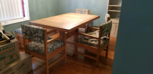 CD Furniture Solid Yellow Oak Dining Table Arm Chairs and Bench