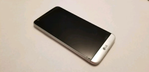 LG G5 w/ Batteries and photo grip