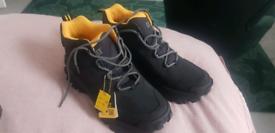 Cat resistor boots size 9 black