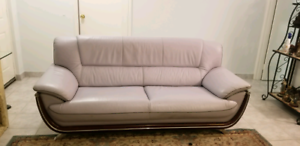 Beautiful Leather couch (Delivery included)