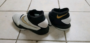 Nike basketball shoes for sale! GOOD condition!