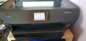 HP ENVY 5660 PRINTER, wireless, build in scanner, touch screen