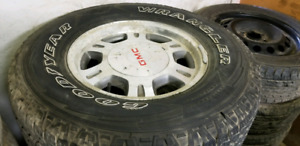 265/70R16 Goodyear Wrangler tire+rims 70%