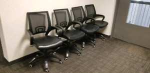 Set of 4 chairs in perfect conditions.