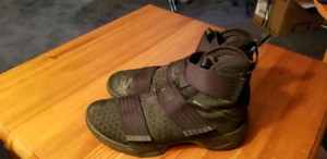 LeBron James Soldier Men's Shoes. Like new! Size 11