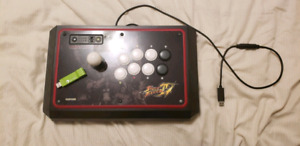Madcatz Street Fighter IV TE Fight Stick/ Fightstick Bundle