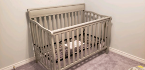 Stanton 4 in 1 crib - brand new in box (identical to picture)