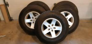 5 pneus  hiver sur mag pour jeep wrangler