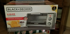 Black & Decker 4 Slice Toaster Oven  - NEW