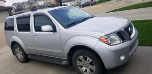 20012 fully loaded Nissan pathfinder for sale