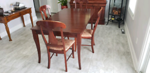 Dining room set with hutch and buffet.