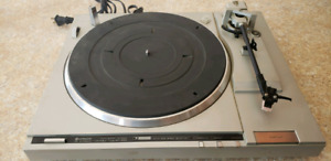 Hitachi HT-66S turntable