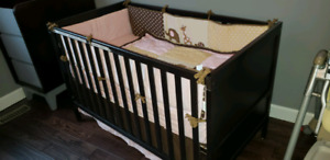 EUC 3 in 1 Crib and Change table with drawers.