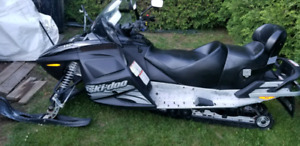 Bombardier Skii-Doo, 2005 Expedition Rotax 550f, 19 321 km.