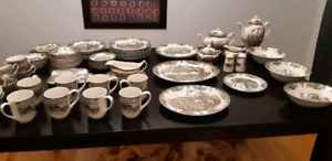 Dinnerware Set For Sale