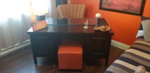 Magnifique bureau antique entièrement restauré