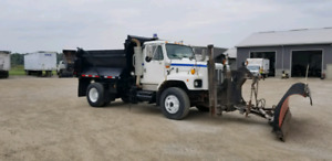 2002 INTERNATIONAL DUMP TRUCK WITH SNOW PLOW AND WING,