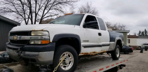 2002 chev 2500 series pick up for part out