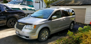 Chrysler Town & Country Limited 7 passenger