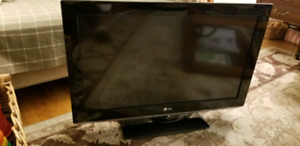 "LG 32LK330 32"" 720P LCD 60HZ HDTV with remote"