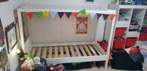 Kids bed with canopy and 2 safety rails