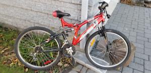 Vélo à réparer ou pour pièces, roues 26 pouces