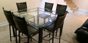 Glass Dining table 6 chairs excellent condition