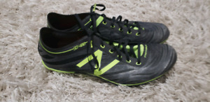TRACK AND FIELD SPRINT SPIKES. Size 10, great condition.